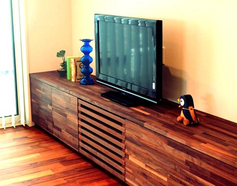 ミャンマーチークの床フローリング ウォールナットのテレビボード家具 無垢材使用