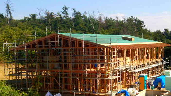 緑の切妻屋根 福祉施設