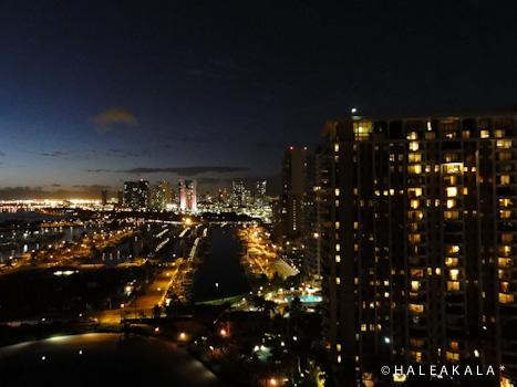 部屋からの夜景。