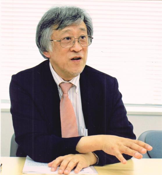 1947年中国生まれ。高校まで上海で教育を受ける。帰国後、東京外国語大学中国語学科を卒業。中国語通訳者・翻訳者として活躍する一方、日本輸出入銀行(現・国際協力銀行)の参事役として日中ビジネス業務にかかわる。現在、北京大学大学院日中通訳翻訳研究センター名誉センター長をはじめ、日本並びに中国の大学・大学院にて後進の育成に当たっている。
