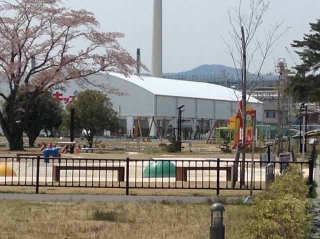 屋根付き子どもの遊び場