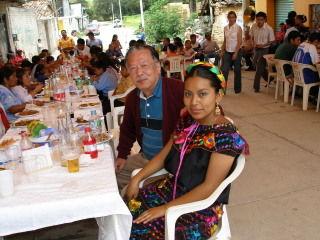 ロレーナと一緒の佐藤さん、メキシコ、トラシュアコにて