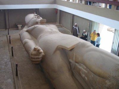 メンフィス ラムセス2世の巨像