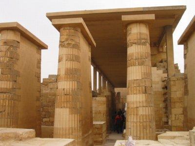 サッカラ 階段ピラミッドの葬祭殿