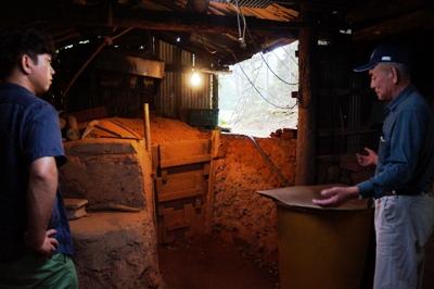 炭窯と篠原さん