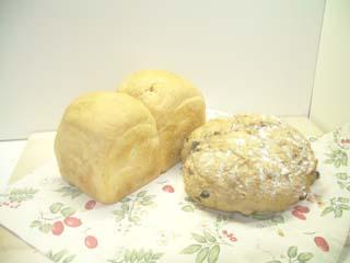 ターシャの食パンと私のレーズンとくるみのグラハムパン