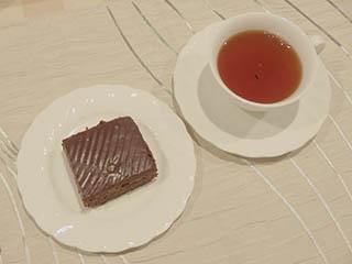 つまみ食い歓迎のチョコレートケーキ
