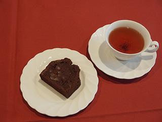 栗のチョコレートケーキでお茶