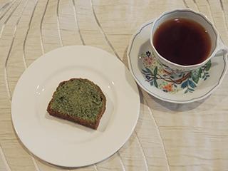 よもぎのケーキとお茶1804