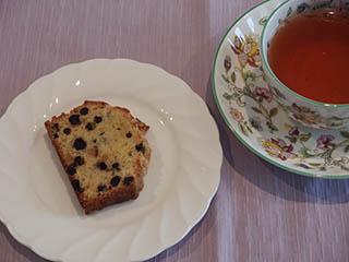 ブルーベリークランブルケーキとお茶