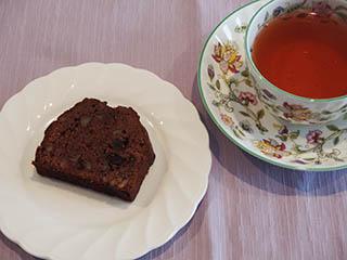 チョコレートとくるみのケーキお茶1806