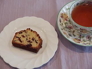 クランベリーケーキとお茶1806