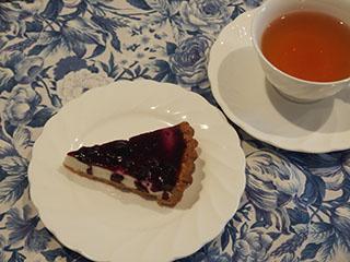 ブルーベリーチーズタルトとお茶1808