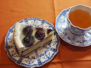 ぶどうのゼリーケーキとお茶1810