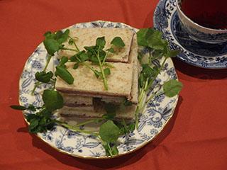 サンドウィッチとお茶1811