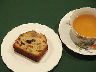 クリスマスのフルーツケーキとお茶1812