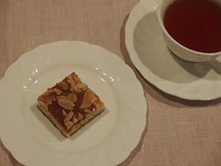 アーモンドケーキとお茶1903