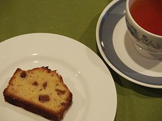 ブランデー風味のりんごのケーキとお茶1905