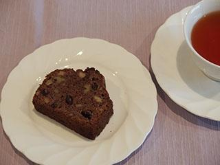 チョコレートとくるみのケーキのお茶1906