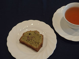 抹茶とあずきのけーきとお茶2001