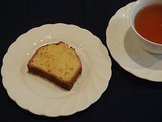 柚子のクランブルケーキとお茶2001