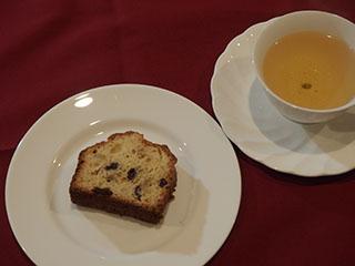 レモンとレーズンのケーキとお茶2002