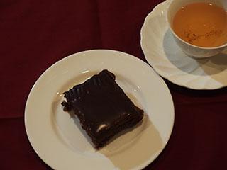 つまみ食い歓迎のチョコレートケーキ2002