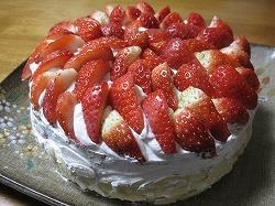 米粉の苺デコレーションケーキ