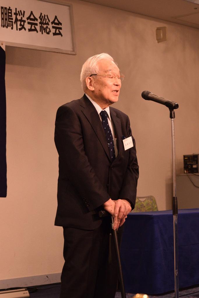 総会議事の後、遠藤正彦元学長の貴重な提言に聞き入る