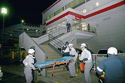 発砲事件のあったスポーツクラブ=長崎県佐世保市で2007年12月14日午後7時34分、近松仁太郎撮影