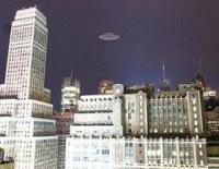 UFO防衛策は必要?(UFOはイラストです)