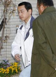 使用済みの下着を民家に捨てたとして逮捕された押谷和夫被告=2日、大阪府茨木市