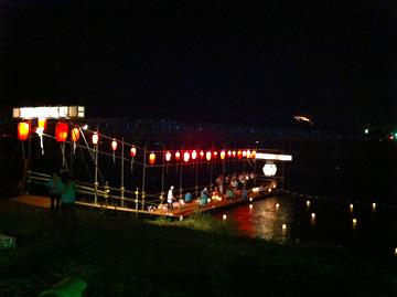 京都嵐山渡月橋灯籠流しと五山送り火嵯峨曼荼羅山の鳥居形