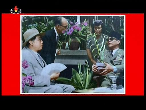 「金日成花」と命名してね(^_^;) 当時の写真。 スカルノは「民族自立」という大東亜共栄圏の理