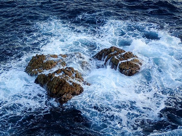海中岩.jpg