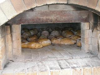 薪オーブンのパン