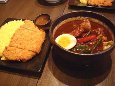 Curry Mind マインドブラックスープ ポークカツ+レンコン、オクラ、ポーク辛さ10(ピッキーヌ40本分相当)とごはん