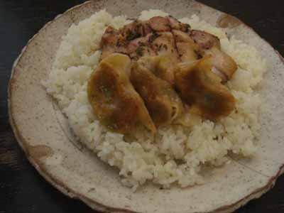 GLOBULE 鶏野菜のごはん。鶏ハーブ肉と自家製餃子がライスオン〜