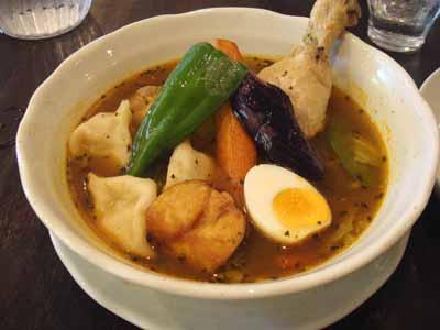 曼荼羅 チキン 薬膳スープ エビ餃子トッピング
