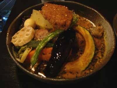 Rojiura Curry SAMURAI. パリパリチキンとフィッシュフライ&野菜カリィ マイルドスープ ジャンボバジルフランクトッピング