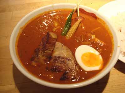 Suage ルスツもち豚のトロトロ角煮カレー (角煮炙り) 辛さ50 たっぷりキャベツトッピング