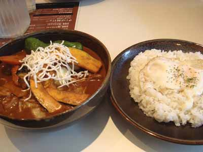 ひげ男爵 ポーク角煮 野菜2倍トッピング 辛さ150番とごはん 目玉焼きトッピング