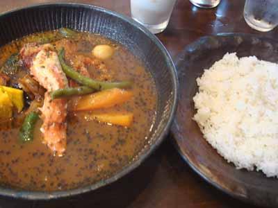 lavi HIRAGISHI 八百屋の野菜カレー カニスープ、laviフランクトッピングとごはん