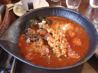 lavi HIRAGISHI エビ団子to豆腐ハンバーグのカレー シュリンプ風味 辛さ100番 ブロッコリー×2、パルメジャーノチーズトッピング