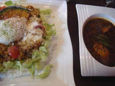 lavi HIRAGISHI ドライカレー オクラ抜き フィッシュフライ、パルメジャーノチーズトッピングとセットのスープカレー