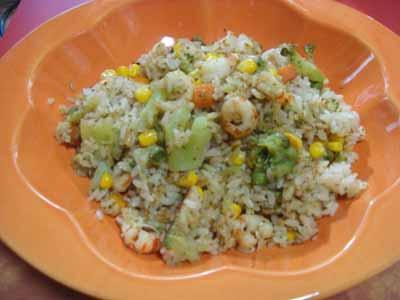 オニエビと野菜の炊飯器ピラフ
