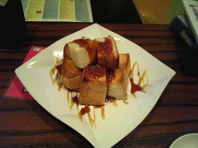 うたカフェ 厚焼きスイートトースト キャラメルナッツソース