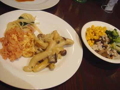 パパゲーノ オムライス、ペペロンチーノ、クリームパスタ、きのこのライスサラダとゆで野菜