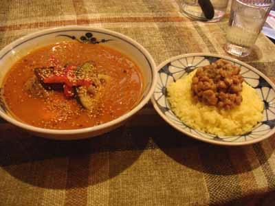 カスタネッタ 角煮カレー 辛さ9番 春雨トッピングとごはん 納豆トッピング