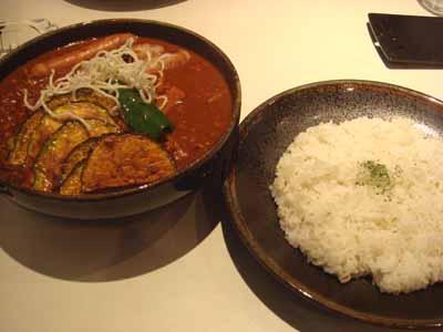 ひげ男爵 キーマ納豆 ウインナー、春雨、かぼちゃ、豆トッピング 辛さ150番